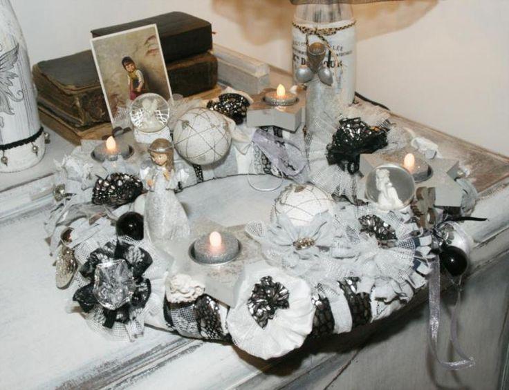 """Adventskranz """"Silber"""" in shabby chic handgefertigt. Ich habe sowohl neue als auch alte Materialien für die Herstellung benutzt, selbstgemachte Blumen aus Material-Mix, Spitze, Rüschen, Schneekugeln und Engeln zieren den Kranz. Für Teelichter oder LED (LEDs sind in der Lieferung mit drin) Durchmesser ca 38cm, auf Stroh - Grundlage.Versand auf Wunsch 9 Euro"""