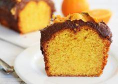 Υγρό κέικ με γιαούρτι και πορτοκάλι γαρνιρισμένο γλάσο σοκολάτας. Μια συνταγή για ένα κέικ με μια υπέροχη, ιδιαίτερη γεύση και υφή, για όλες τις εποχές, όλ