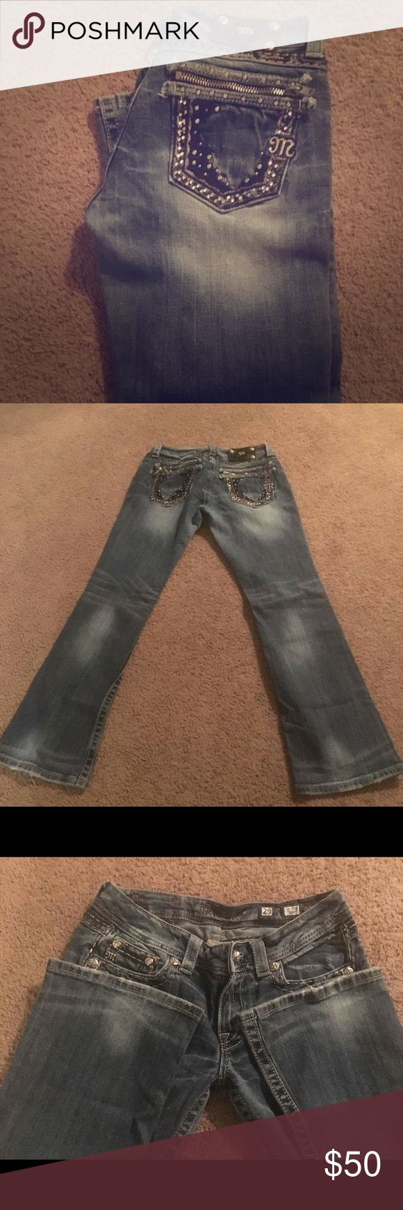 Miss mes Beautiful miss mes. Zipper pockets. A few jewels missing and the botton missing on the logo as shown in pictures. Other than that good condition Miss Me Jeans Boot Cut