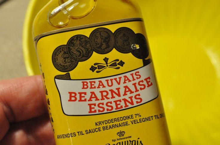 "Kold bearnaisedressing - kan man det? Ja det kan man! Det smager godt, kan laves i en håndvending og kan fungere som en ""subsitut"" hvis nu man er sådan en type der ikke har tålmodighed til at lave sin bearnaisesauce selv. Altså det bliver jo ikke det samme vel,"