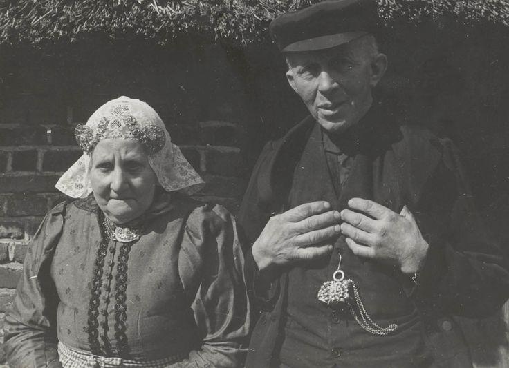 Het boerenpaar dat de twee kleine meisjes verzorgde toen ze ontsnapte uit het concentratiekamp.