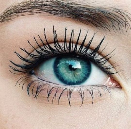 1. Use Baby Powder A great way to fakethicker and longer eyelashesis by using baby powder! This product is probably in your cabinet right now and even if you do have to buy it, it's really cheap. First, curl and apply a coat of mascara like you...