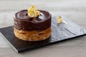 Recette de Sablé de millionnaire Amaretto, caramel beurre salé, ganache au chocolat et feuille d'or