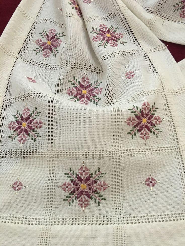 Embroidered Cloth                                                                                                                                                      Más