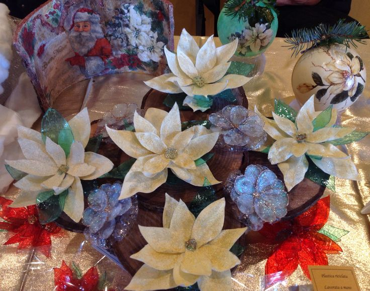 Decorazioni natalizie con plastica riciclata. Un centrotavola festoso e luminoso con le stelle di Natale!