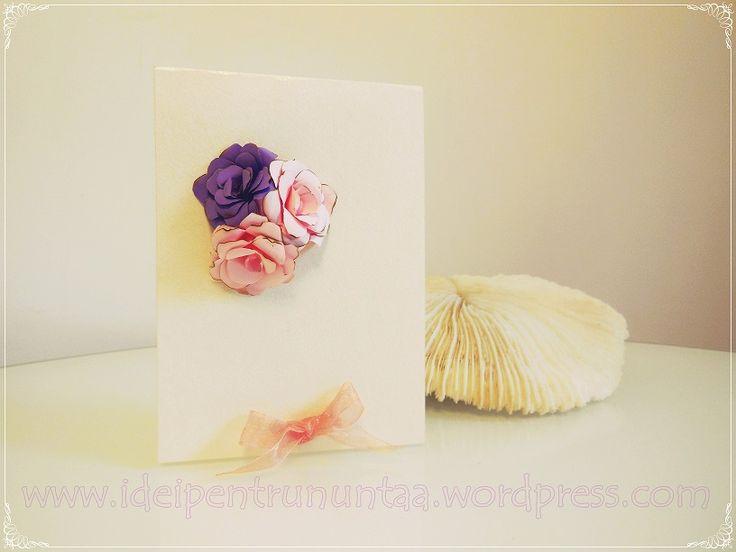 Invitatie de nunta cu trandafiri din hartie,fiecare altfel pentru ca marginea fiecarei petale este diferita dat fiind ca hartia este arsa pe margini.