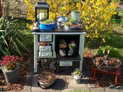 Herd mit bepflanzten Schuhen Garten deko, Küchenhexe