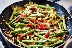 Zo maak je zelf sajoer boontjes, een klassieker uit de Indische keuken - Culy.nl