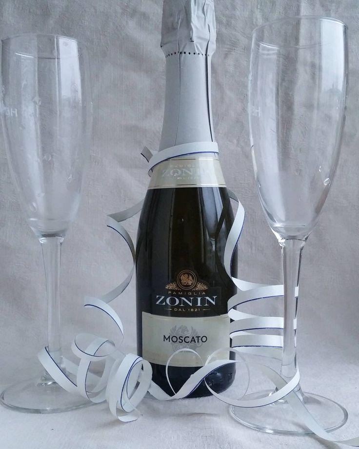 Mites tiellä juhlitaan 100v Itsenäisyyspäivää? Mitä kuohuvaa lasissa? #skumppa @zoninprosecco @zoninwines #kuohuviini #viini#wines#winelover#herkkusuu #lasissa #suomi100 #itsenäisyyspäivä #Herkkusuunlautasella