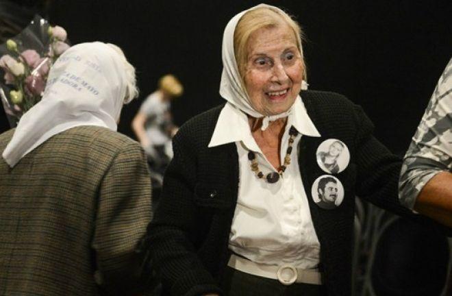 Falleció Aurora Zucco integrante de la línea fundadora de Madres de Plaza de Mayo. Lo informó su hijo en Twitter: la estarán velando en el Auditorio de la Secretaría de Derechos Humanos. http://www.argnoticias.com/sociedad/item/39035-falleci%C3%B3-aurora-zucco-integrante-de-la-l%C3%ADnea-fundadora-de-madres-de-plaza-de-mayo