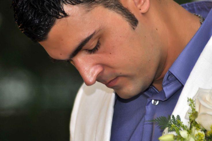 Juan Camilo en su boda con Claudia, un novio muy extrovertido. #FotografosDeBodasCali
