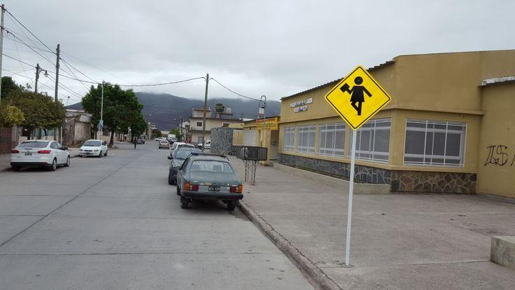 Escuelas y colegios, prioridad en la señalización realizada por Tránsito en toda la ciudad: La Subsecretaría, a cargo de Juan Carlos…