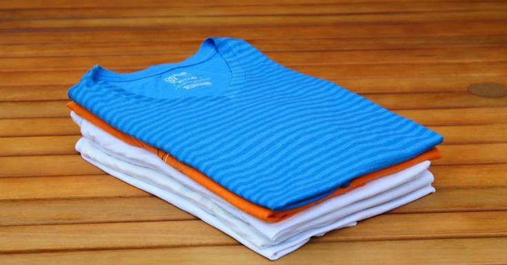 Mit diesem Trick legst du schnell T-Shirts zusammen und kannst damit sogar noch deine Freunde beeindrucken :-)