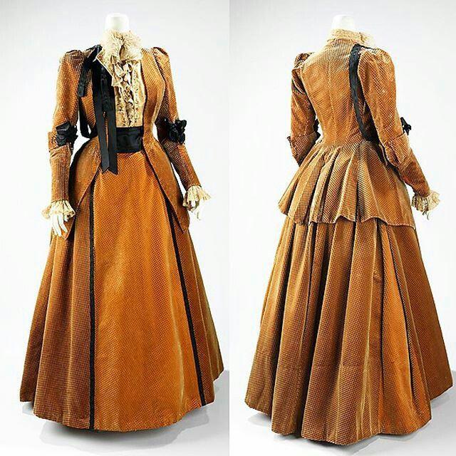 Worth walking suit 1889, The Met                                                                                                                                                     Mais