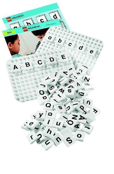 """Deze DUPLO letters Set bevat niet minder dan 156 elementen waarvan zowel hoofd- als kleine letters deel uitmaken. Namen schrijven, woordpuzzels, en """"scrabble"""""""