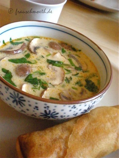 Hmmmm! Thailändische Kokossuppe mit Frühlingsrolle - himmliches Abendessen bei Frau S.