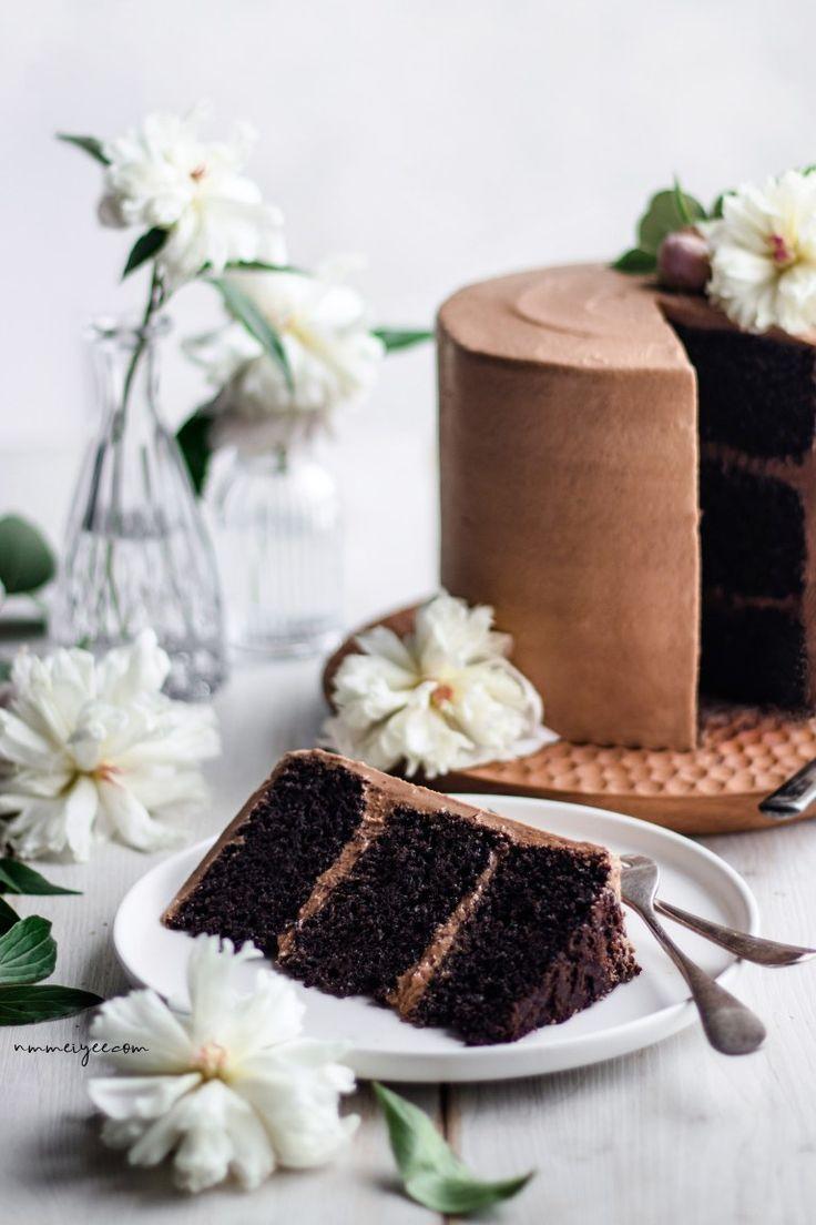 Pastel de capas de chocolate vegano con glaseado de ganache de chocolate batido | nm_meiyee ...