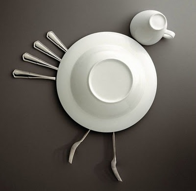 Decoración hecha a base de platos, cubiertos y vasos!