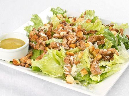 Caesar Salad com Frango - Veja mais em: http://www.cybercook.com.br/receita-de-caesar-salad-com-frango.html?codigo=113349