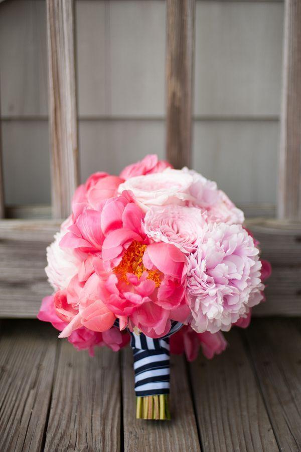 リボン×お花の最強コンビ!ブーケの持ち手は、〔ぐるぐる蝶々結びリボン〕が可愛いんです♡にて紹介している画像