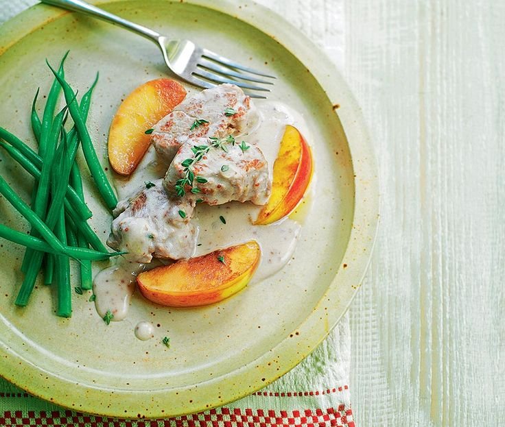 gourmet recipe for pork fillet cooked in a cider sauce with apples