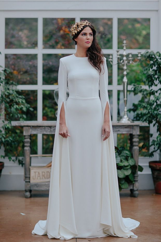 Vista Alegre wedding dress from Oh Qie Luna 2016 Collection - Chic long sleeve wedding dress with cape -  see the rest of the collection on www.onefabday.com