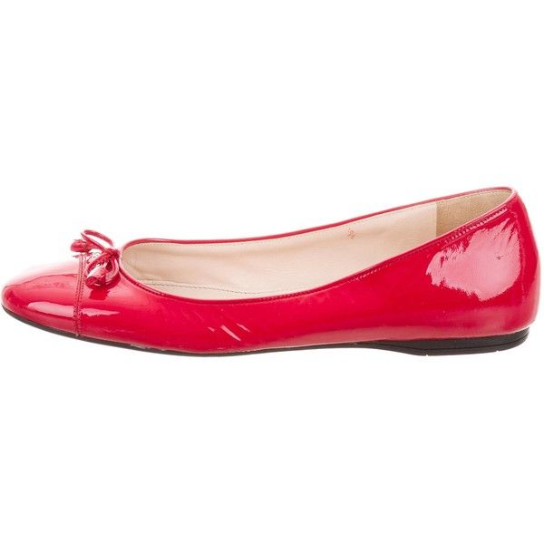 Pre-owned Prada Patent Leather Ballet Flats ($125) ❤ liked on Polyvore featuring shoes, flats, red, patent ballet flats, red shoes, red ballet shoes, red bow flats and bow flats
