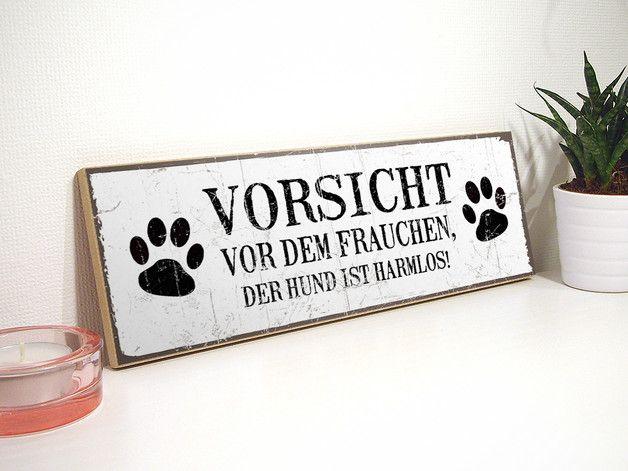 Lustiges Schild, um auf die Anwesenheit eines Hundes hinzuweisen. *** Verschönere dein Zuhause, oder verschenke etwas ganz Besonderes! Dieses liebevoll von Hand gestaltete Holzschild im...