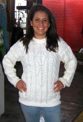 Weißer #Damen #Pullover mit #Zopfmuster aus #Alpakawolle