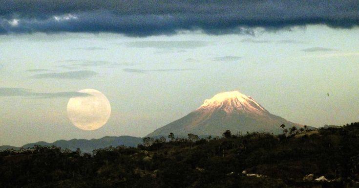 Colombia - Volcán nevado del Tolima, visto desde La Mesa Cundinamarca.
