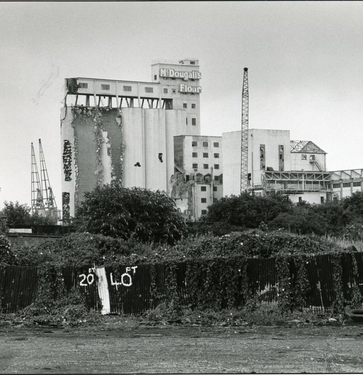 Blast from the past for me...remember it well from when I came to live on the Isle of Dogs in 1974...McDougalls Flour mill and silos....they were demolished in 1985 when McDougalls merged with Rank Hovis....