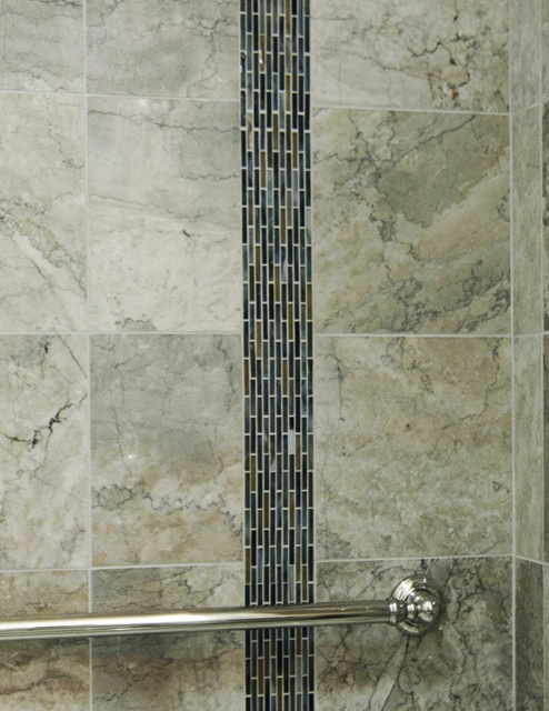 We Added A 4 Wide Vertical Accent Stripe To The Shower Wall Flannel Murano Vena Glass Tile