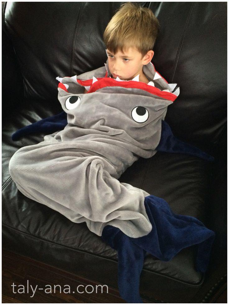 Couverture TalyAna ! Shark tail blanket ! Magasiner en ligne au taly-ana.com