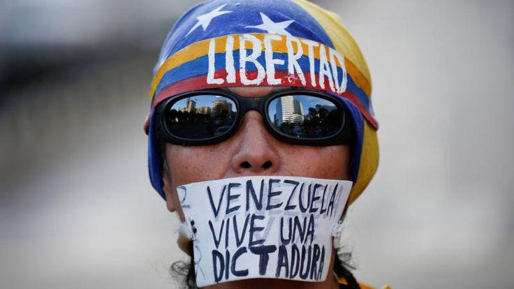 President Maduro had het hooggerechtshof opgeroepen de beslissing om het parlement buitenspel te zetten terug te draaien.