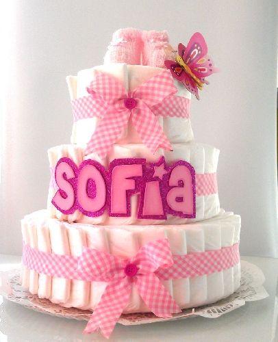 las tartas de pañales son un bonito detalle y a su vez un practico regalo.