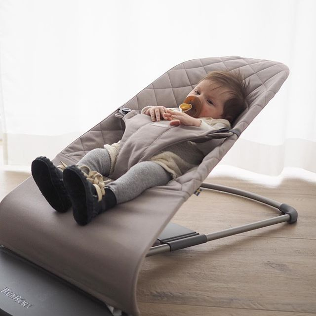 Danke Babybjorn Fur Ein Entspanntes Baby Goldwert Wir Durfen Die Babywippe Bliss In Sandgrau Testen Und Sind Uns J Baby Bedroom Toddler Bed Baby Strollers