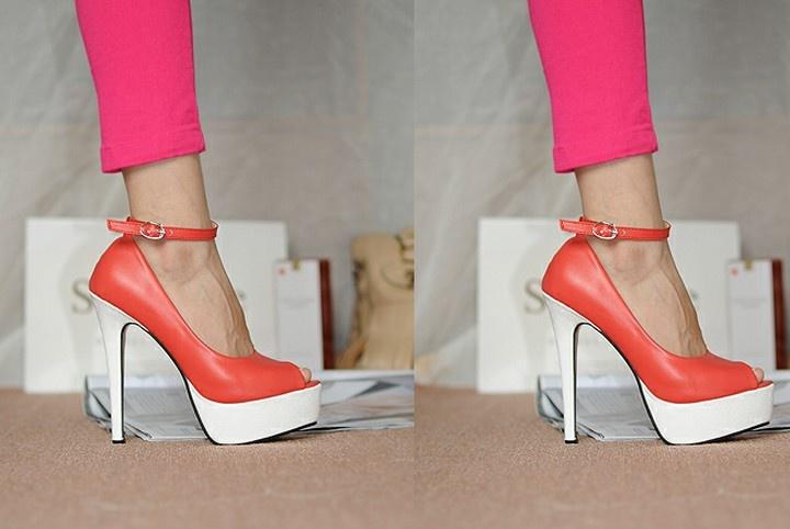 Cool Belt Fastener Embellished High-heeled Shoe Red