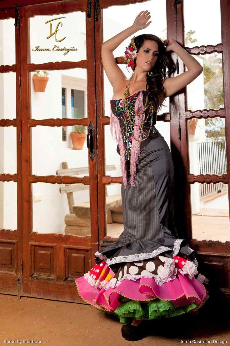 Inma Castrejón  Diseño y confección  a medida de trajes de flamenca de forma artesanal, una moda flamenca para ir impecable a tu Feria, Romería o el Rocío En nuestra tienda taller en Sevilla en calle Virgen de la Victoria 29 en pleno corazón del barrio de Los Remedios, contamos con un equipo de modistas y costureras que hacen posible personalizar tu traje de gitana y vestidos de flamenca con la posibilidad de financiar sin intereses tus compras para hacer realidad tus sueño flamenco.