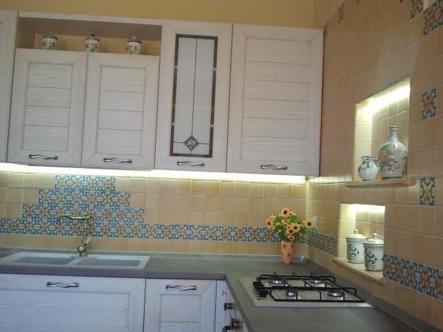 Cucine in Muratura con Maioliche Dipinte a Mano / Kitchens in Masonry with Majolica Painted Hand #tile #ceramicsofitaly #majolica #kitchen