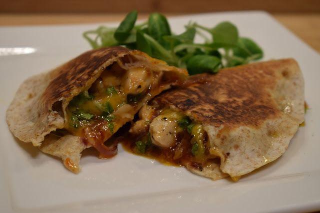 Dominique's kitchen: Quesadillas met kip en sweet chili saus - Chicken ...  Benieuwd naar het recept? Neem een kijkje op mijn blog of klik op onderstaande foto. Curious for the recipe? Visit my blog or click on the picture below.  #cheddar #chicken #kip #parmesan #parsley #peterselie #quesadillas #redonion #rodeui #sweetchilisauce #wrap
