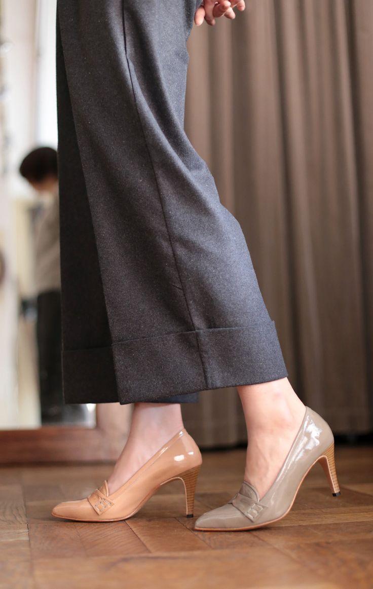 シンプルデザインのローファーパンプス 美しいエナメルの艶が品を漂わせてくれます 優しめカラーのピンクとグレーが春夏らしくぐっと爽やかな雰囲気の脚元へ nutslly pointed loafer pumps EWJ-611  #nutslly #loafer #shoes #love #cute #giri #fashion #ナッツリー #シューズ #靴#ポインテッド #ローファー #ポインテッド #2016ss