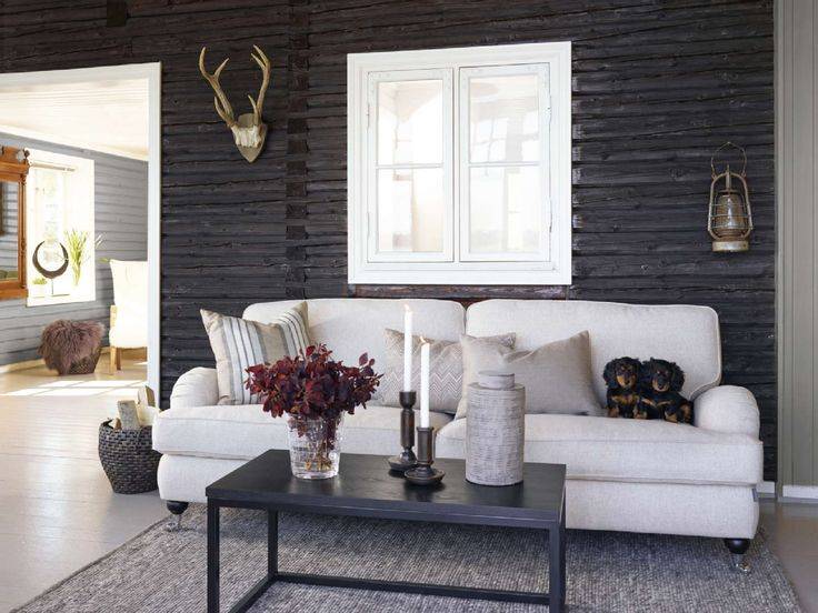 Klassisen kauniilla sohvalla viihtyvät kaikki perheenjäsenet. Klikkaa kuvaa, niin näet tuotteiden tiedot ja ostopaikat!