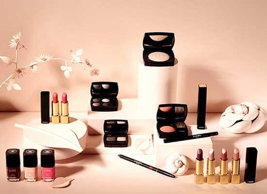 Chanel spring 2013 collection. http://www.leichic.it/bellezza-donna/cosmesi/trucchi-chanel-arriva-la-collezione-per-la-primavera-2013-prezzi-e-colori-28917.html