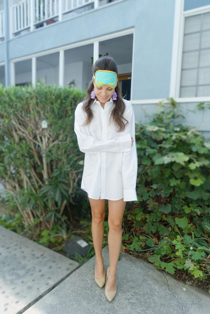 Morning Holly Golightly in Breakfast at Tiffany's DIY Costume   Gisele Chic