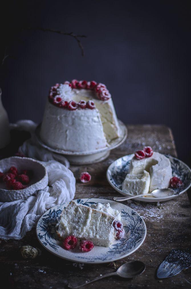 Angel food cake with mascarpone and raspberries