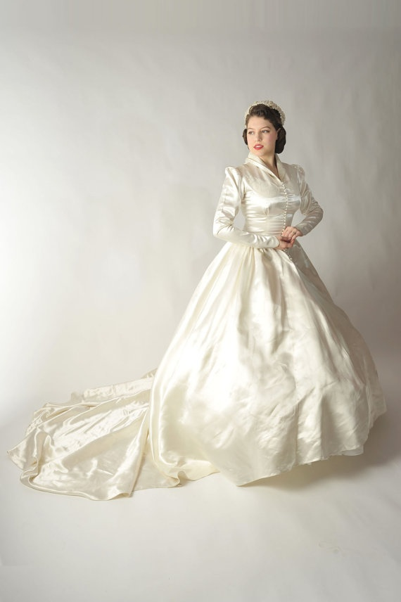 There are no weddings in my future, but this dress is amazing!!   1950s wedding gown.