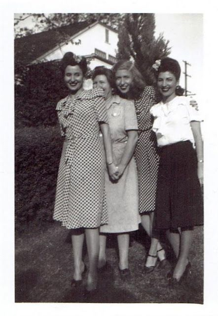 vintage everyday: What Did Women Wear in the 1940s? Here Are 40 Vintage Snapshots Show Everyday 1940s Women's Fashions
