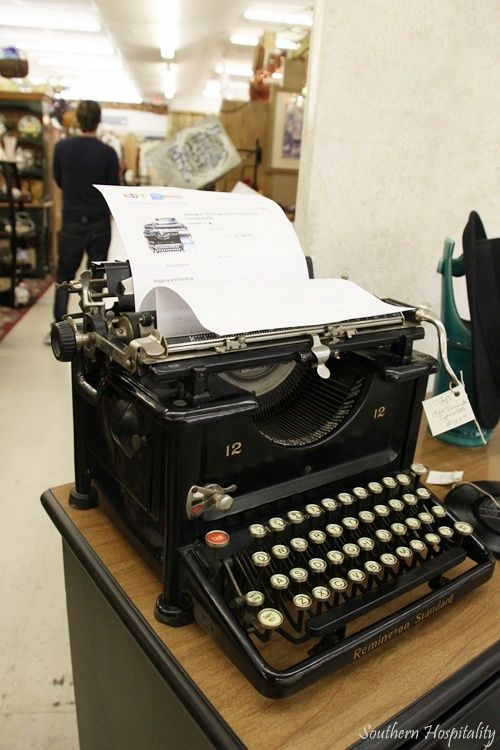 ۞ ۩   old typewriter