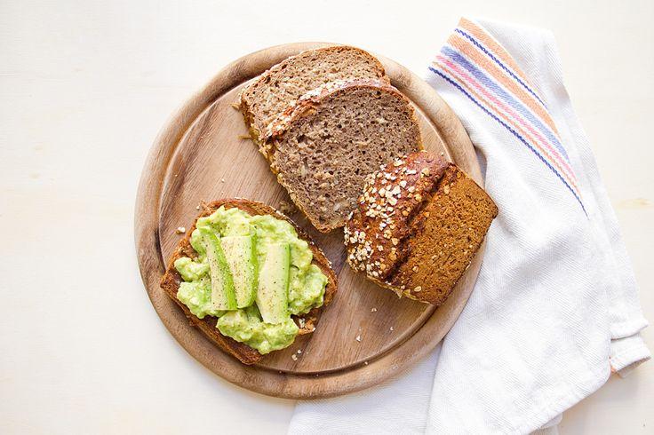 L'avocado toast è la ricetta veloce per saziare la fame con poche calorie e tanta energia.