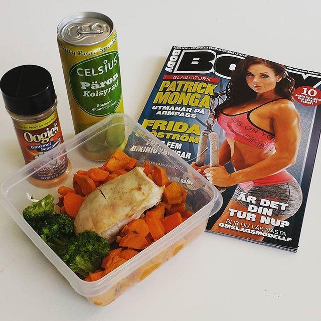 Dagens andra matlåda och en massa bra läsning för att få lite extra motivation inför kvällens träningspass #bodymagazine #celsiuspäron #celsiussverige #oogies #tränahårthållkäft  #muskelmat #offseason #eattogrow #nyttigt #bikinifitness #bikiniathlete #aaelitteam #fitness #middag #foodporn